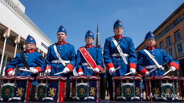 Jeugd Rijnmondband tijdens hun jubileumtaptoe in Schiedam